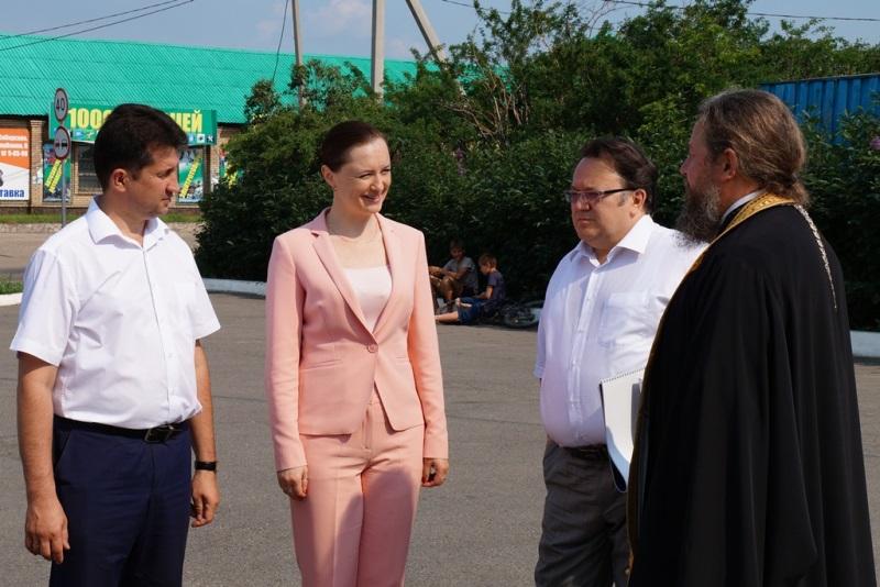 Виталий Матюха, Надежда Глызина, Олег Лобов, настоятель храма отец Сергий
